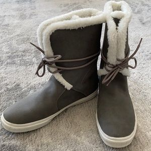 Call it Spring Grey boots with White Fur